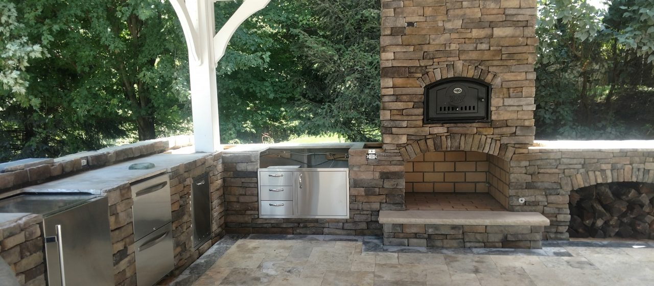 Outdoor Living Spaces & Kitchens